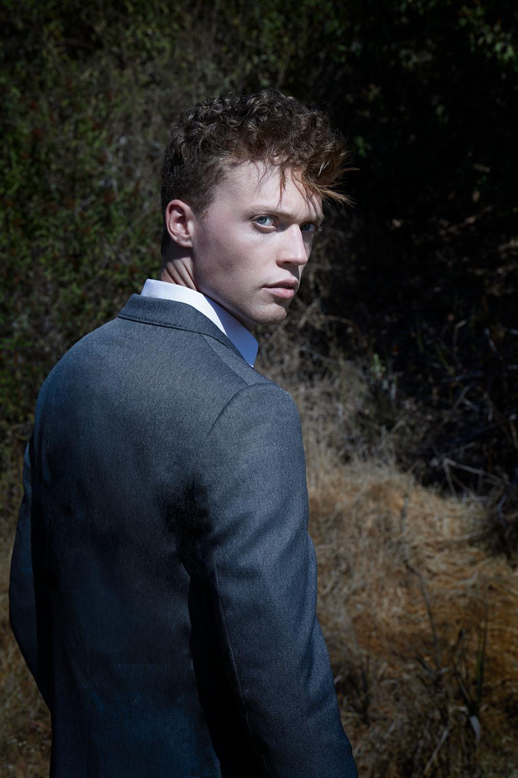 man in elegant suit in California nature - fashion photographer Robert Wilde, Los Angeles