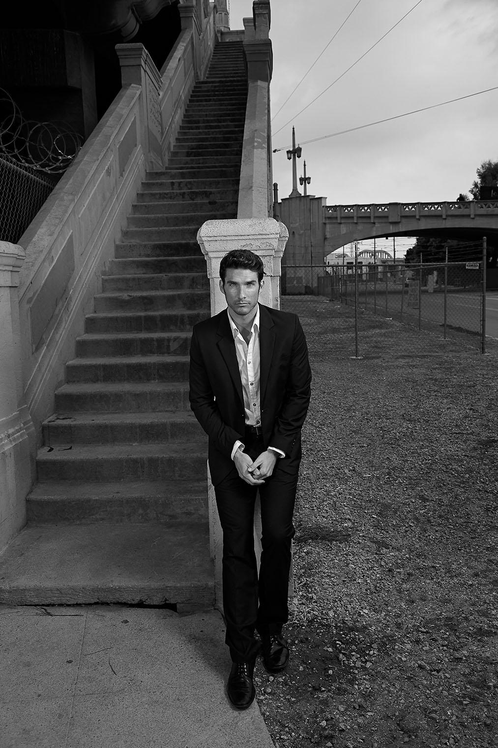portrait of man at bridge - black and white - fashion portrait